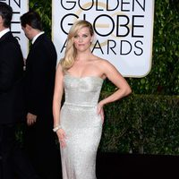 Reese Witherspoon at the Golden Globes 2015 red carpet