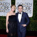 Mark Ruffalo y Sunrise Coigney en la alfombra roja de los Globos de Oro 2015