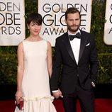 Jamie Dornan y Amelia Warner en la alfombra roja de los Globos de Oro 2015