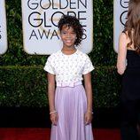 Quvenzhané Wallis en la alfombra roja de los Globos de Oro 2015