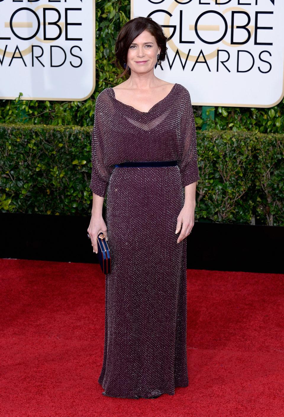 Maura Tierney en la alfombra roja de los Globos de Oro 2015