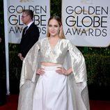 Allison Williams en la alfombra roja de los Globos de Oro 2015