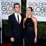 Justin Theroux y Jennifer Aniston en la alfombra roja de los Globos de Oro 2015