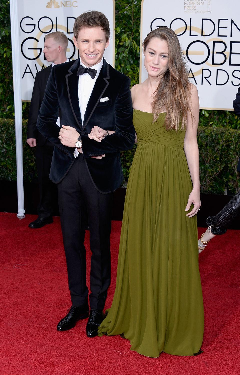 Eddie Redmayne y Hannah Bagshawe en la alfombra roja de los Globos de Oro 2015