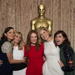 Las candidatas al Oscar 2015 a la mejor actriz posan en el almuerzo de los nominados