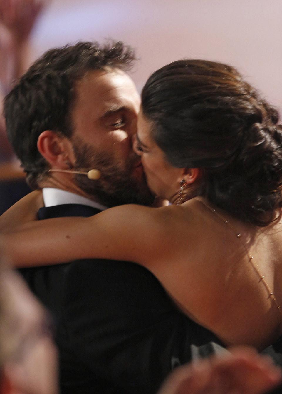 El beso de Dani Rovira y Clara Lago en los Goya 2015