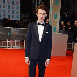 Matthew Beard en la alfombra roja de los BAFTA 2015