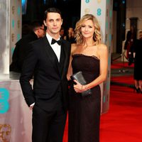 Matthew Goode y Sophie Dymoke en los Premios BAFTA 2015