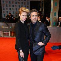 Mark Ruffalo y Sunrise Coigney en los BAFTA 2015