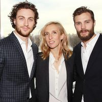 Sam Taylor Johnson con Aaron Taylor-Johnson y Jamie Dornan en el evento fan de 'Cincuenta sombras de Grey'