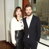 Dakota Johnson y Jamie Dornan en el brunch de presentación de 'Cincuenta sombras de Grey'