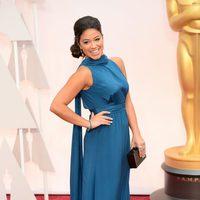 Gina Rodriguez posa en la alfombra roja de los Oscar 2015