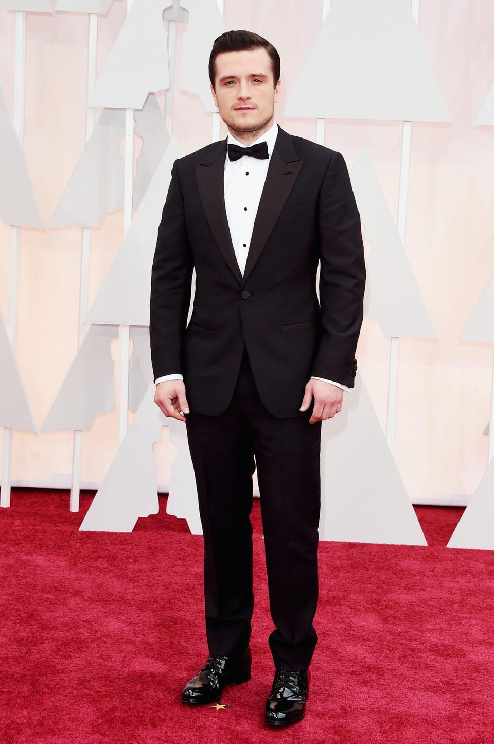 Josh Hutcherson en la alfombra roja de los Oscar 2015