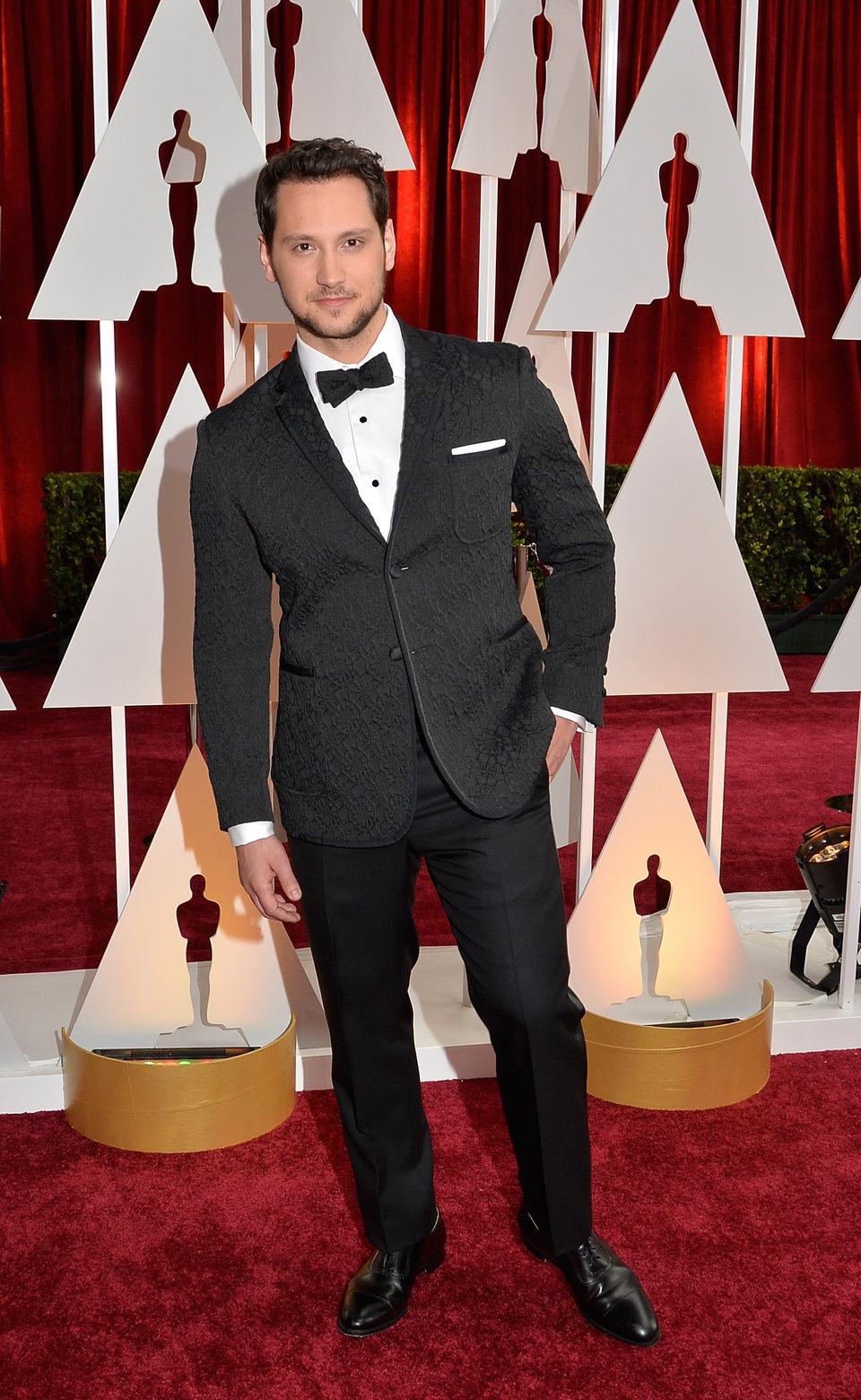 Matt McGorry posa en la alfombra roja de los Oscar 2015