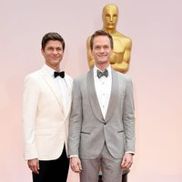 Neil Patrick Harris with his husband David Burtka in the red carpet of the Oscar 2015