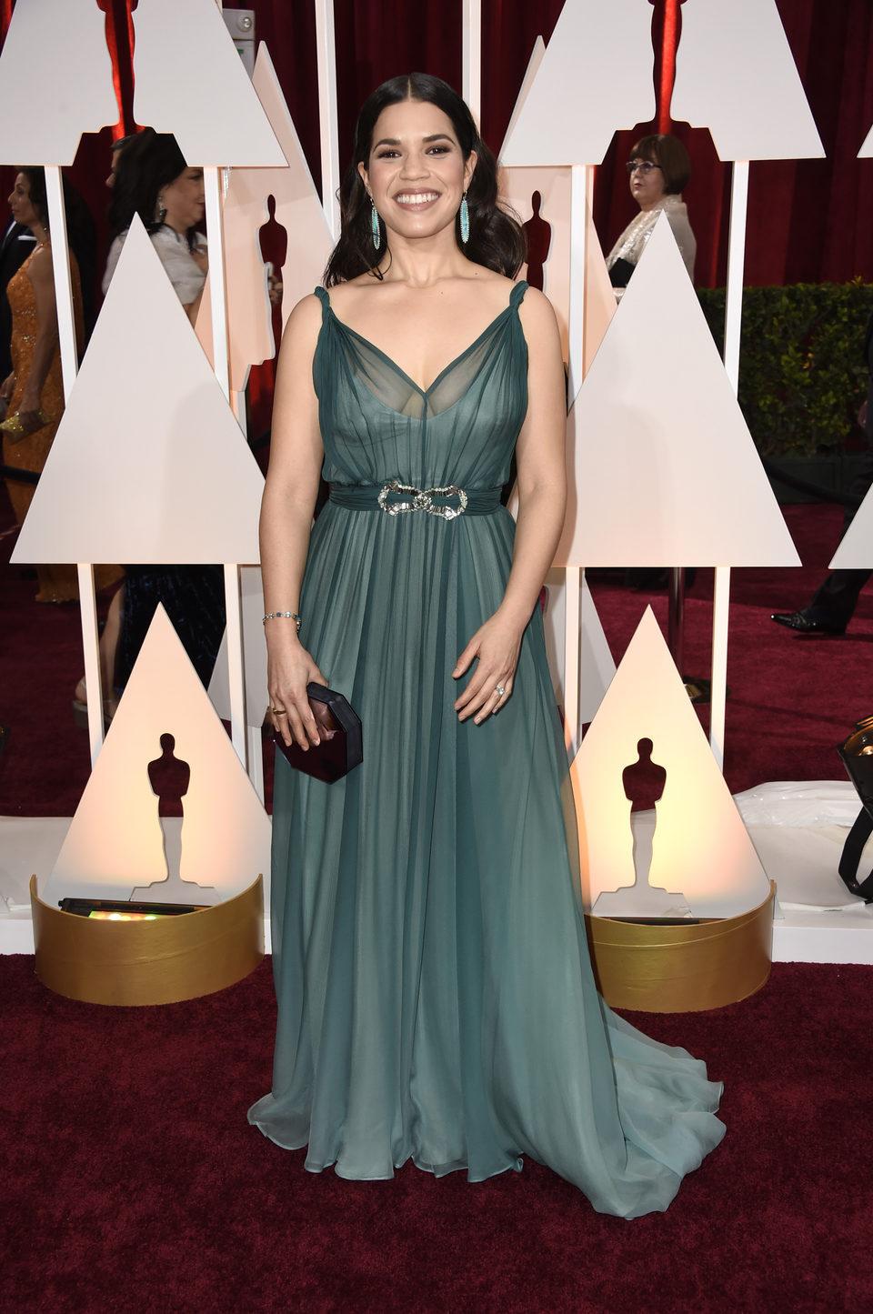 America Ferrera en la alfombra roja de los premios Oscar 2015
