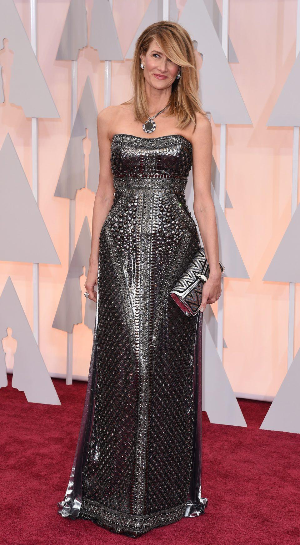 Laura Dern en la alfombra roja de los Oscar 2015