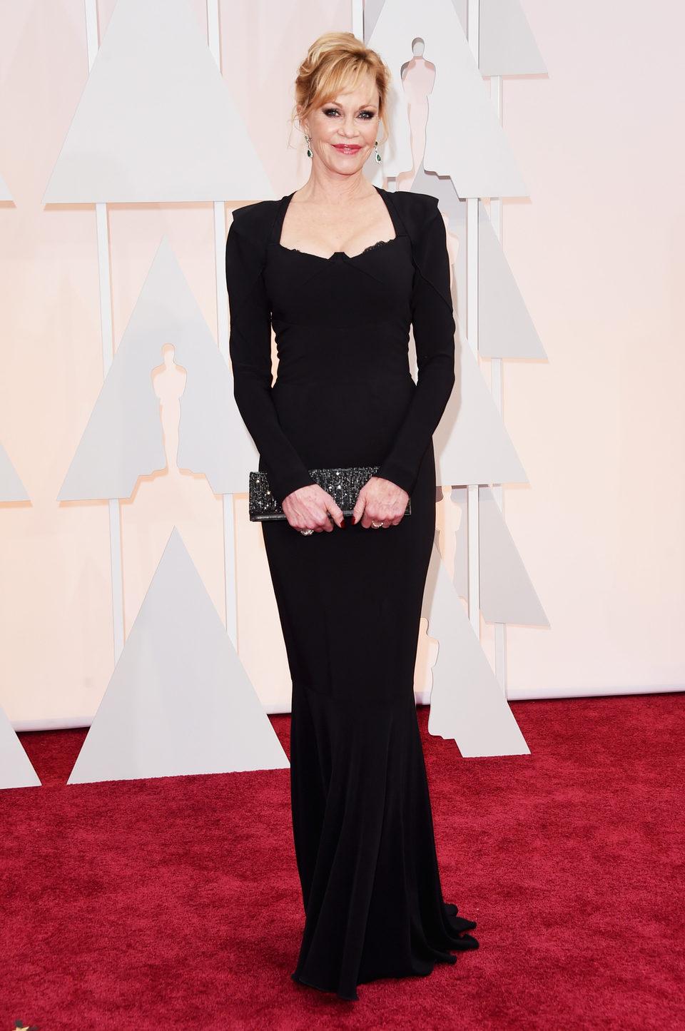 Melanie Griffith posa a su llegada a la alfombra roja de los Oscar 2015
