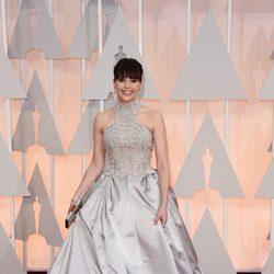 Felicity Jones en la alfombra roja de los Oscar 2015