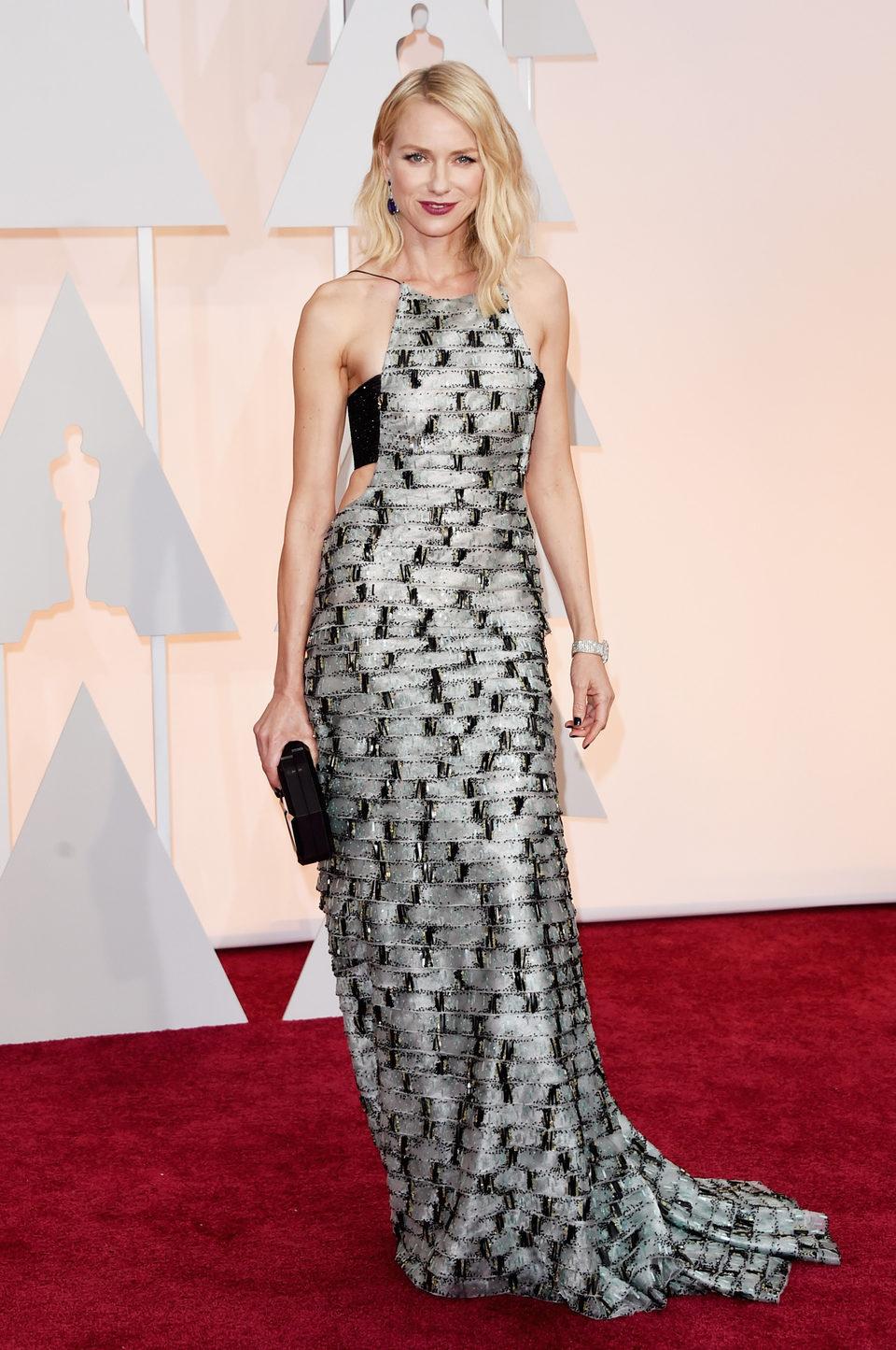 Naomi Watts en la alfombra roja de los premios Oscar 2015