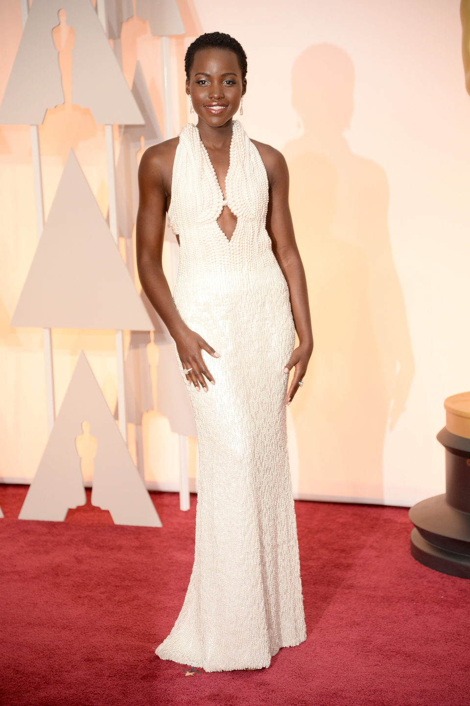 Lupita Nyong'o en la alfombra roja de los Oscar 2015