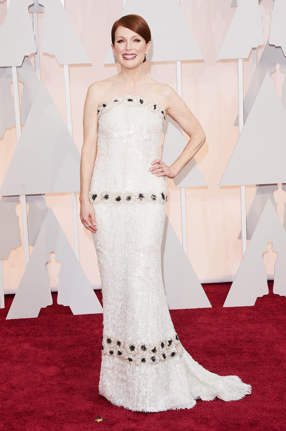 Julianne Moore en la alfombra roja de los Oscar 2015