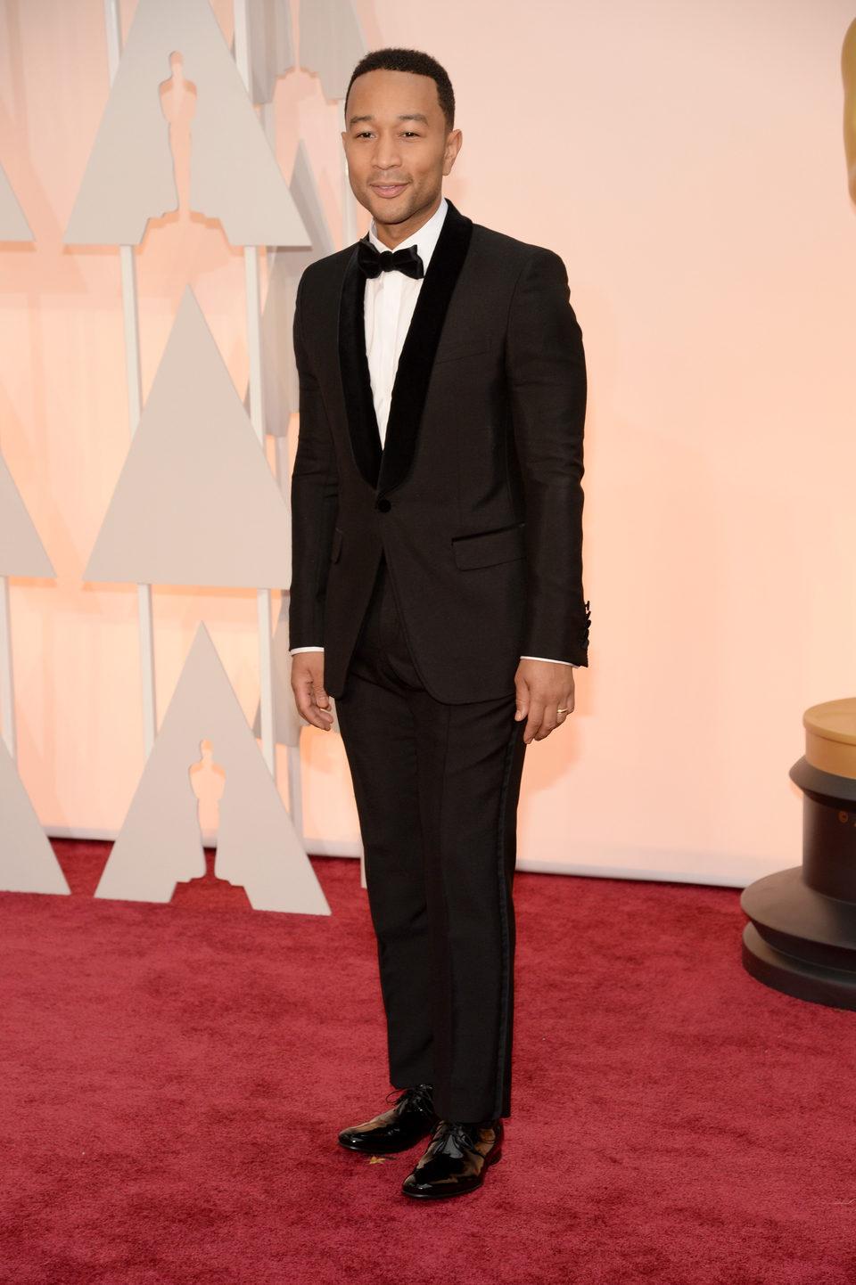 John Legend posa en la alfombra roja de los Oscar 2015