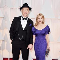 J.K. Simmons junto a su mujer Michelle Schumacher en la alfombra roja de los Oscar 2015
