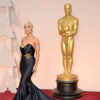 Rita Ora en la alfombra roja de los premios Oscar 2015