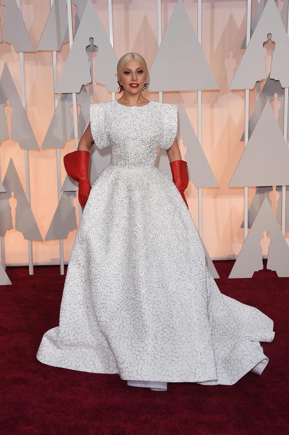Lady Gaga en la alfombra roja de los Oscar 2015