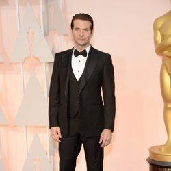 Bradley Cooper en la alfombra roja de los Oscar 2015