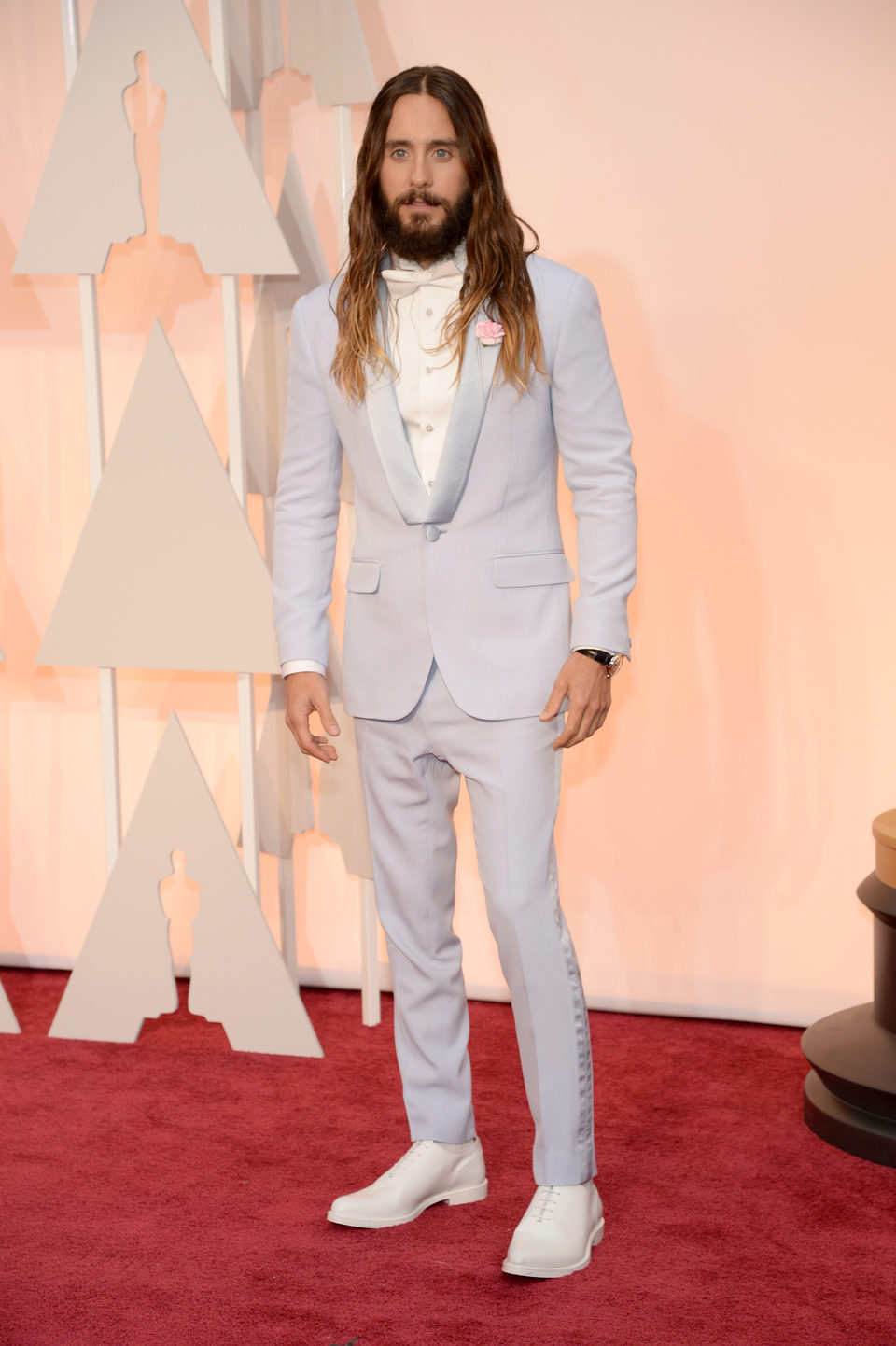 Jared Leto posa a su llegada a la alfombra roja de los Oscar 2015