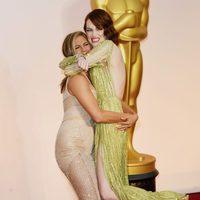 Jennifer Aniston y Emma Stone juegan en los Oscar 2015