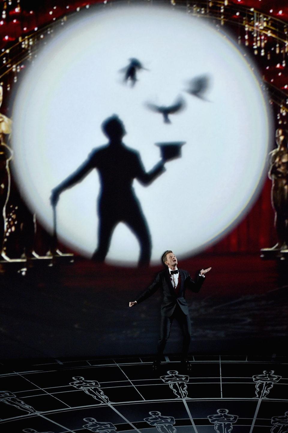 Neil Patrick Harris en el número musical inicial de los Oscar 2015