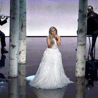 Lady Gaga conmemora a 'Sonrisas y lágrimas' en los Oscar 2015