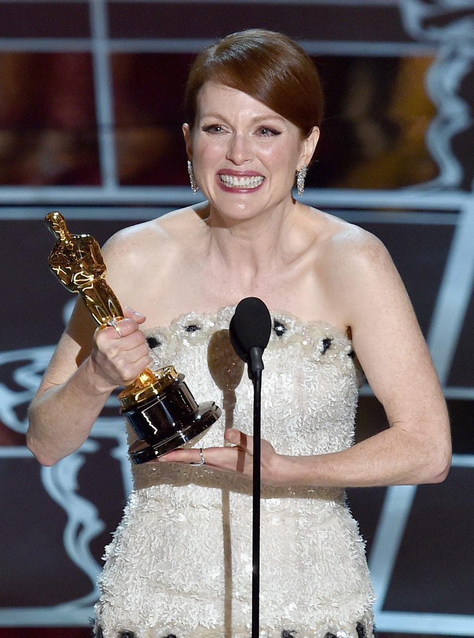 Julianne Moore gana el premio a Mejor actriz en los Oscar 2015