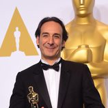 Alexandre Desplat posa con su primer Oscar