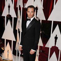 Chris Pine en la alfombra roja de los Oscar 2015