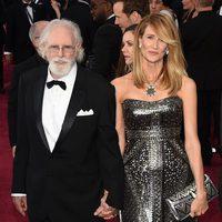 Bruce y Laura Dern en la alfombra roja de los Oscar 2015