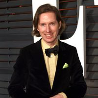 Wes Andreson posses in the Oscar 2015 red carpet