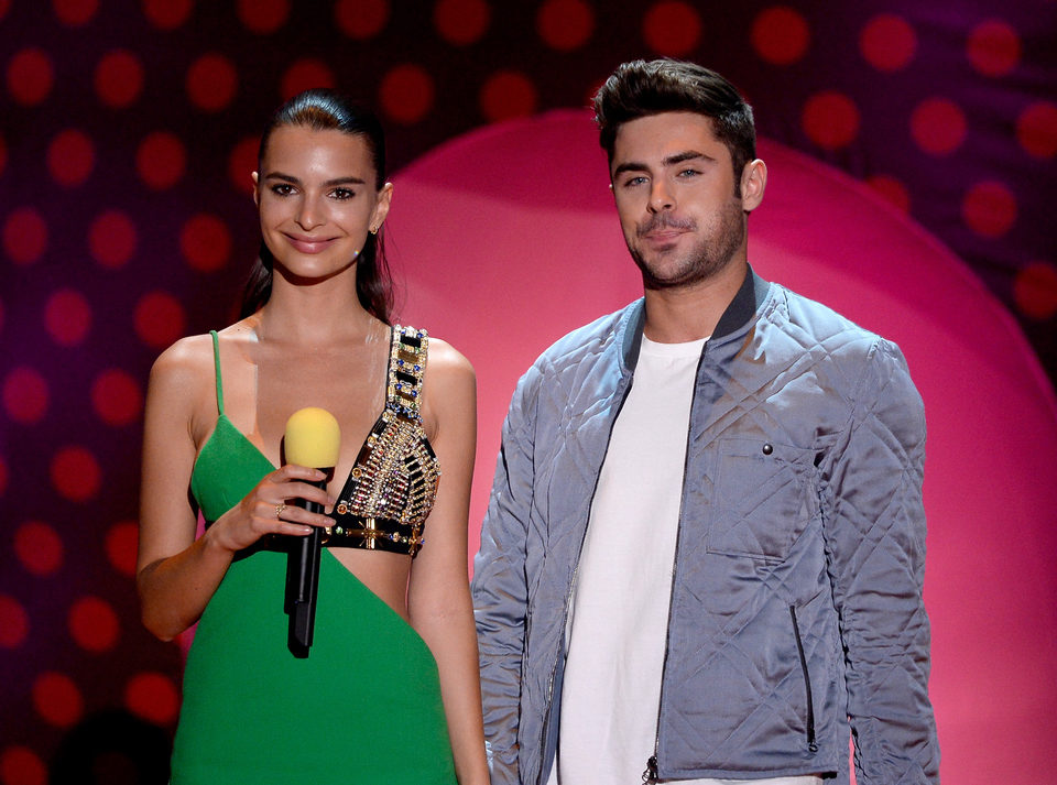 Emily Ratajkowski y Zac Efron durante la ceremonia de los MTV Movie Awards 2015