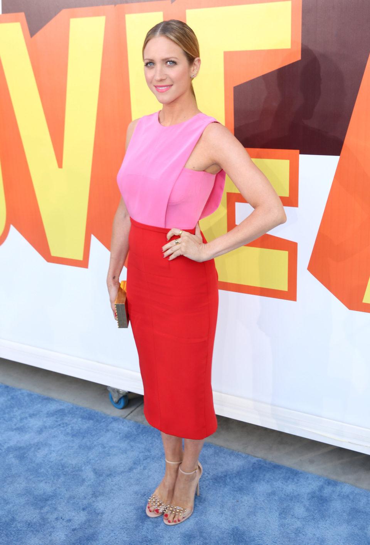 Brittany Snow llega a la alfombra roja de los MTV Movie Awards 2015