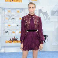 Cara Delevingne llega a la alfombra roja de los MTV Movie Awards 2015