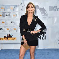 Jennifer Lopez llega a la alfombra roja de los MTV Movie Awards 2015