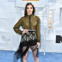 Hailee Steinfeld llega a la alfombra roja de los MTV Movie Awards 2015
