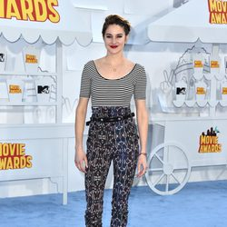 Shailene Woodley llega a la alfombra roja de los MTV Movie Awards 2015