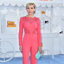 Scarlett Johansson llega a la alfombra roja de los MTV Movie Awards 2015