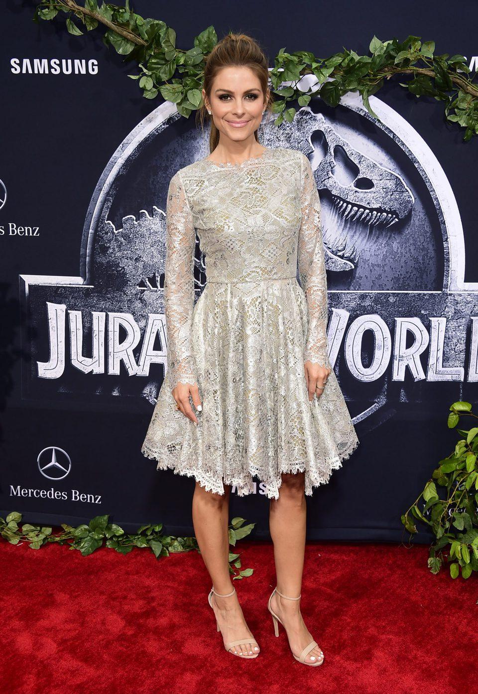 Maria Menounos posa ante los medios en la premiere de 'Jurassic World'