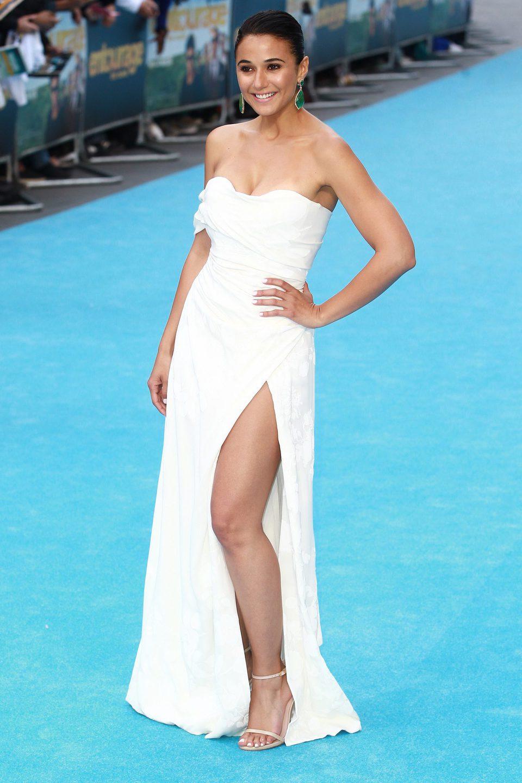 Emmanuelle Chriqui luce vestido en la alfombra azul de 'Entourage'