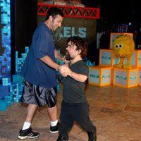 Adam Sandler y Peter Dinklage se marcan un baile en Cancun
